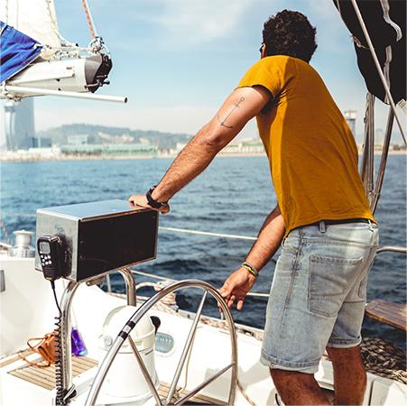 homem-barco-mundialtractor-nautica